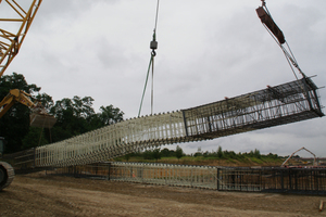 """<div class=""""bildtext_en"""">In July 2015, Combar was used for the construction of the launching shaft at the Rastatt Tunnel. The middle part of the reinforcement cage consists of glass fibre reinforcement, which can be simply bored through by the tunnel boring machine. The picture shows the erection of a reinforcement cage before it is lowered into the panel</div>"""