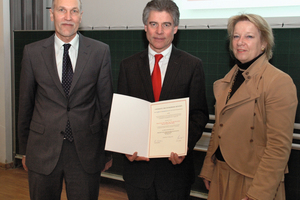 "<div class=""bildtext_en"">President Prof. Merith Niehuss, Prof. Konrad Bergmeister, president of the Free University of Bolzano and Dean Prof. Jürgen Schwarz after the honorary doctorate award ceremony at the Bundeswehr University, Munich</div>"