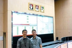 Winner of the STUVA Young Engineer's Prize Dr. Jan-Niklas Franzius (l.) and Dipl.-Ing. Wolf Friedemann in the RTA bus control centre in Dubai