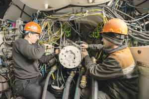 "<div class=""bildtext_en"">One machine for several jobsites: Crew members work together to refurbish a tunnel boring machine for its next tunnel drive underneath Russia's capital</div>"