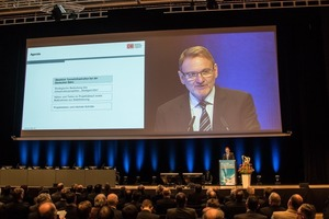 """<div class=""""bildtext_en"""">DB chairman Dr. Volker Kefer on the findings obtained by the DB AG from the Stuttgart–Ulm mega project</div>"""
