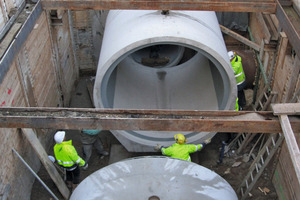 """<div class=""""bildunterschrift_en"""">A 4 km long, extensive sewer network consisting of high-grade reinforced concrete pipes had to be laid directly alongside the new Metro route, often along the house fronts</div>"""