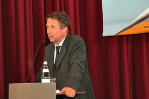 Georg Fischnaller from the EUT Brixen reported on carriageway surfaces in tunnelling