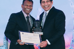 "<div class=""bildtext_en"">	Edward Raj (on the left) from the Singapore Power Grid receives the prize for the best safety initiative from TUCSS president Kulaindran Ariaratnam (on the right) for ABSIS</div>"