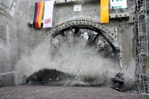 "<div class=""bildtext_en"">Tunnel breakthrough on November 7, 2011</div>"