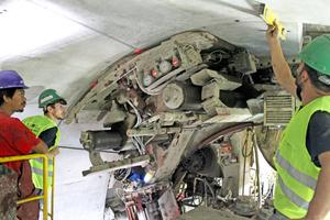 "<div class=""bildtext_en"">Drive towards Veysel Karani: placing the segments in the tunnel</div>"
