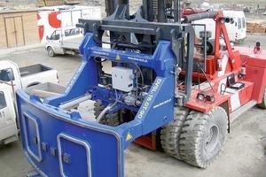 """<div class=""""bildunterschrift_en"""">Fork-lift truck attachment to permit handling of segmental lining components </div>"""