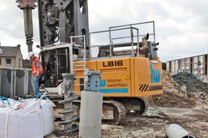 "<div class=""bildunterschrift_en"">The Liebherr LB 16 of Hölscher Wasserbau during well drilling</div>"