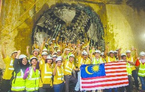 "<div class=""bildtext_en""><strong>6	</strong>Final breakthrough marking the completion of tunnelling for the Sungai Buloh–Kajang Line in April 2015</div>"