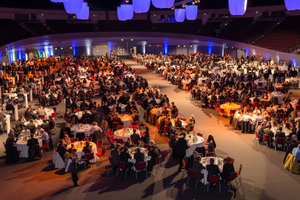 """<div class=""""bildtext_en"""">10) Dinner is served: more than 1300 guests attended the gala evening in Westfalenhalle 1 