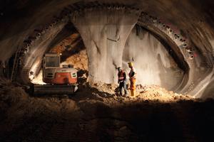"<div class=""bildtext_en"">Side wall drifting in the Hirschhagen Tunnel: cautious progress with part-excavations</div>"