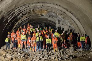 """<div class=""""bildtext_en"""">Zweiter Tunneldurchschlag auf der Schwäbischen Alb</div>"""