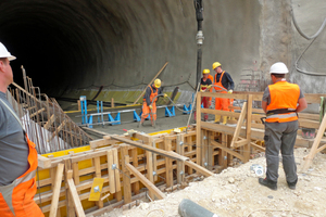 "<div class=""bildtext_en"">Concreting of the first invert block, Steinbühl Tunnel South, east bore</div>"