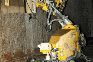 Hydro-demolition of the tunnel wall