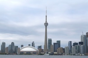 "<div class=""bildtext_en"">The Toronto skyline with the CN Tower</div>"