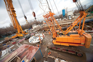 """<div class=""""bildtext_en"""">Arrival of a Robbins EPB cutterhead at one of several small jobsites in the densely urban city of Moscow</div>"""