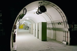 "<div class=""bildtext_en"">One of 104 cross-passages in the Lötschberg Base Tunnel. Up to 15 control cabinets are to be found in each of them.</div>"