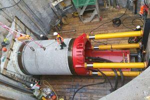 "<div class=""bildtext_en"">Launching shaft for mechanised excavation DA 735</div>"