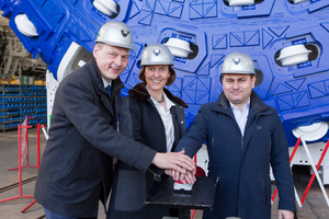 "<div class=""bildtext_en"">From left to right: Dr. Gerhard Wehrmeyer (Herrenknecht), Anne Kathrine Kalager (Jernbaneverket) and Fernando Vara (Acciona Ghella Joint Venture) at the official workshop acceptance for the first of four large diameter hard rock machines for Norway's Follo Line on 10 March 2016 
