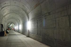 """<div class=""""bildtext_en"""">Cable tunnel: concrete compaction with Mooser external vibrators</div>"""