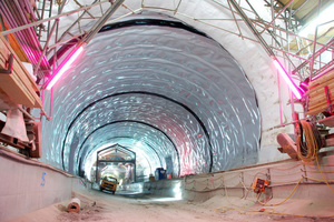 "<div class=""bildtext_en"">Waterproofing in a tunnel without drainage with tunnel waterproofing membrane</div>"