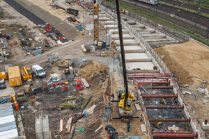 """<div class=""""bildtext_en"""">Hamburg's U4 Metro Line is currently being extended by 1.3 km from the HafenCity University towards the Elbe bridges (Elbbrücken) </div>"""