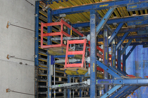 """<div class=""""bildtext_en"""">The wall formwork is height adjustable for straightforward stripping. It consists of the particularly strong I tec 20 composite formwork beams.</div>"""