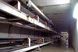 Aufgehängtes Schleppband und Streckenband im Fluchttunnel<br />
