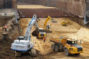 "<div class=""bildunterschrift_en"">View of the excavation pit during the earthworks </div>"